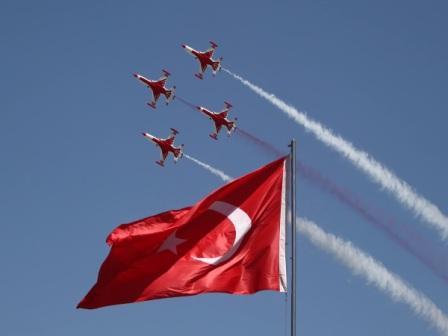 Çanakkale'de Türk Yıldızları nefesleri kesti