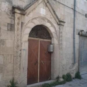 Tarihi konak kapıları
