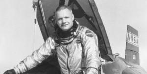 Armstrong Astronot kıyafeti ile